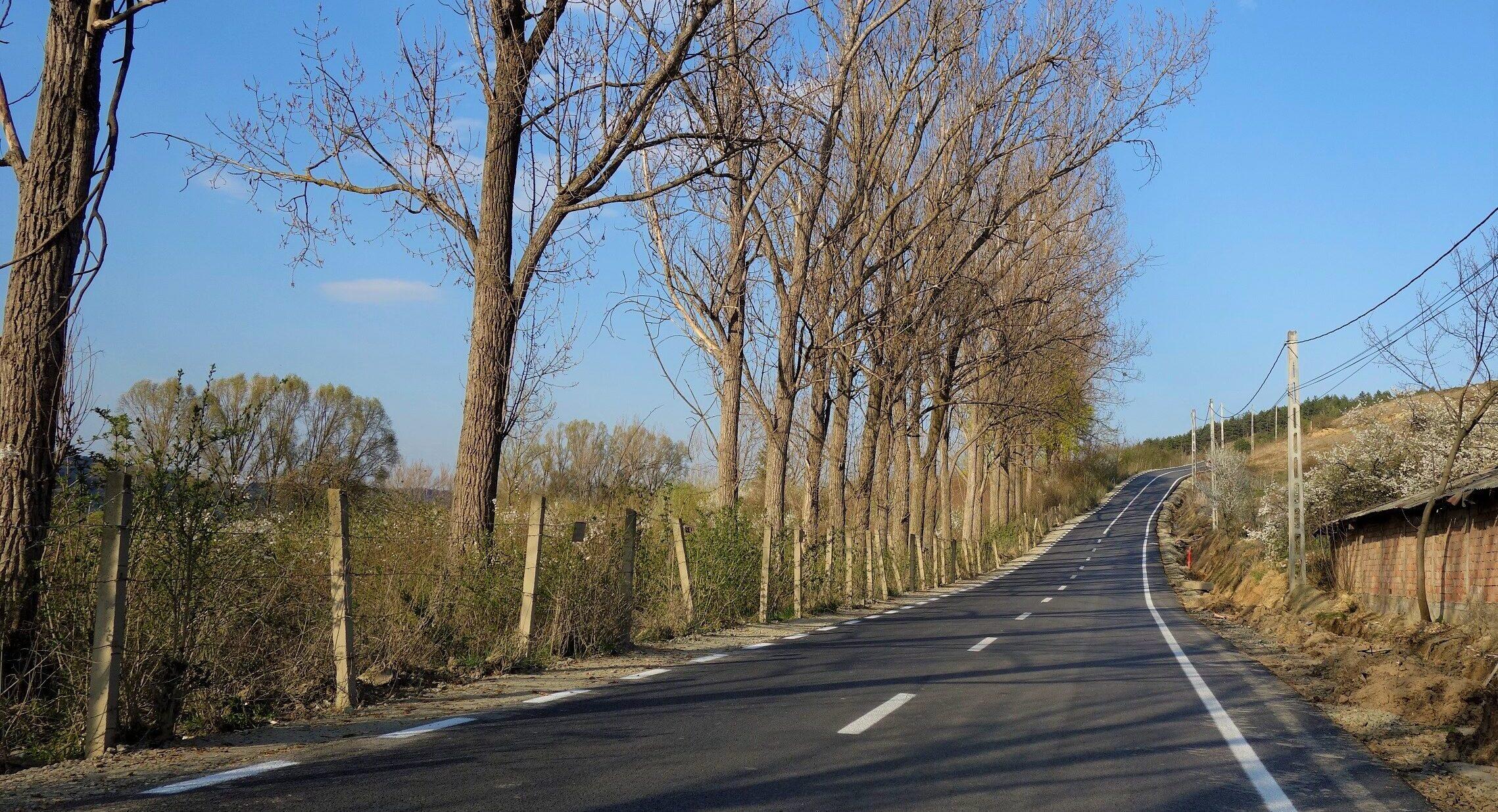 Reparatii drumuri modernizate si nemodernizate in comuna Floresti